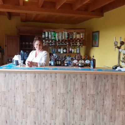bar-working